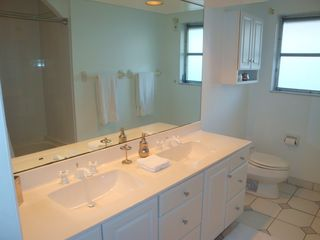 Fort Lauderdale house photo - Second bath has double sinks and shower/tub combination.