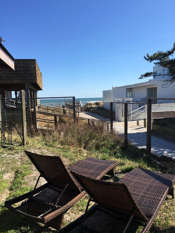 Ocean View Beach House  4 Bedroom Newly Renovated  (Ocean Beach)
