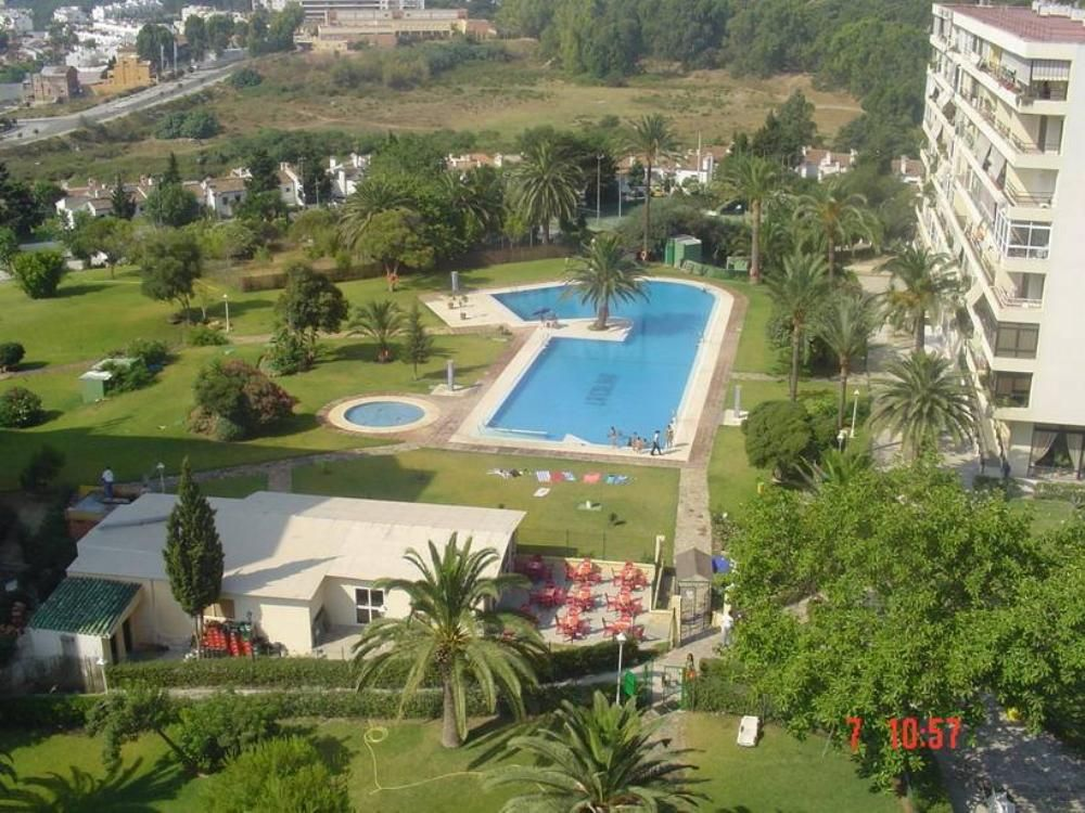 Estudios zona playamar torremolinos parking piscinas for Piscina torremolinos