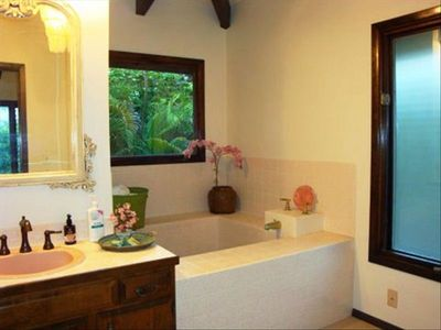 Kailua Kona cottage rental - Master bath with Japanese Furo (Deep soaking tub) Also has shower!