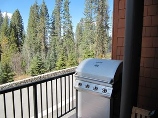 Fraser townhome photo - Quiet balcony with gas grill
