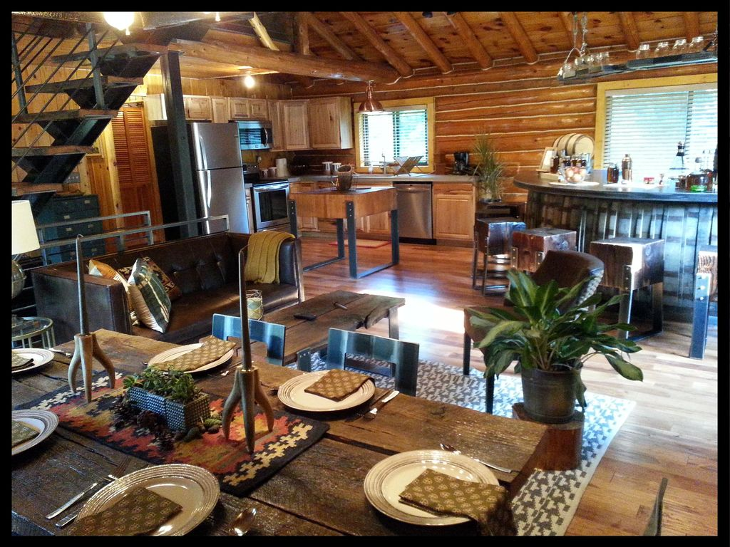 Beautiful log cabin retreat outdoor vrbo for Log cabin retreat