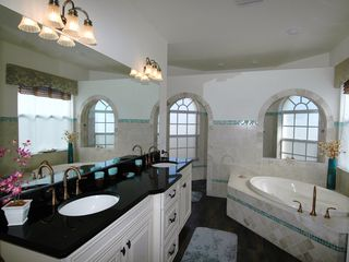 Cape Coral villa photo - Master ensuite with walk in shower and jacuzzi tub