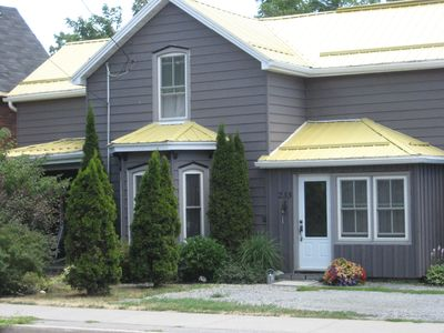 A B&B Located In The Heart Of Prince Edward County. Wineries And Beaches Abound!