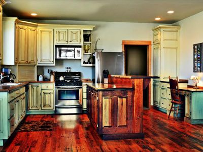Elegant, Italian style fully equipped kitchen