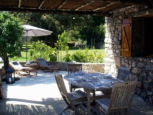 Holiday home in Corsica near the sea, in the heart of the maquis.