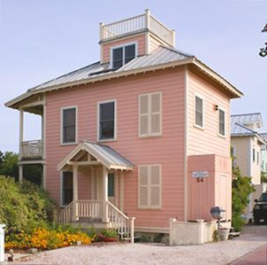 Spinnaker Exterior - Cottage Rental Agency Seaside, Florida