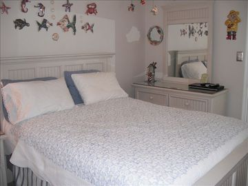 Queen size Bed - 2nd bedroom - has 32inch HD TV