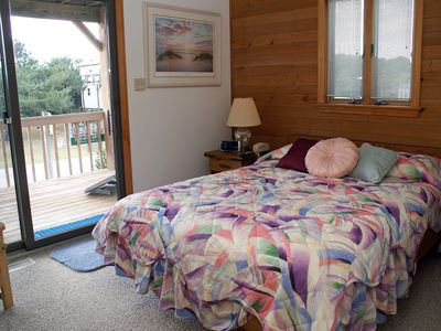 Queen Bedroom 2 w/ deck