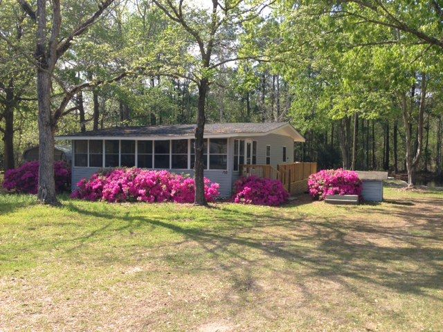 Cozy Lake Cottage w/ private boat landing, firepit and deck!