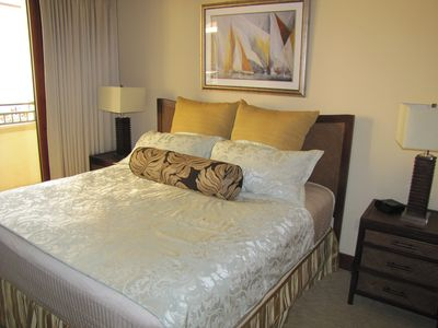 Master suite: King bed w/ Hotel Collections, 42in LCD Sony HDTV & Blue ray DVD