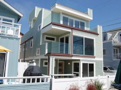 Brand-new luxurious home with fantastic roof deck & 5 balconies, steps to beach