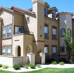 Reno condo rental - Gated Community/ Down stairs unit /Pool Jaccuzi (more photos homeaway lis206568)