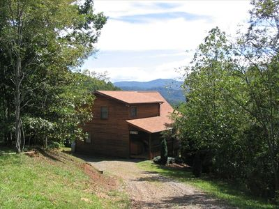 3BR Mountain Cedar Chalet With Circle Drive