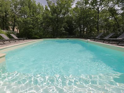 Gordes, house and private pool on fenced plot of 2000 m2