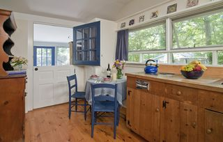Woodstock studio photo - Prepare snacks + meals in the well-equipped kitchenette with a dining table
