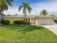 Stunning 3 bed 2 bath Gulf Coast villa minutes to open water in Yacht Club area.