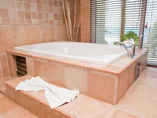 Playa del Secreto villa photo - Romantic private jacuzzi in master bath with ocean view