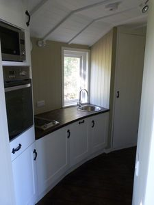 Wealden farmhouse rental - Eco-Lodge Tree House - fully equipped kitchen