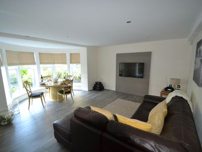 Open Plan Boutique Style 2 Bedroom Apartment near Sandbanks Beach