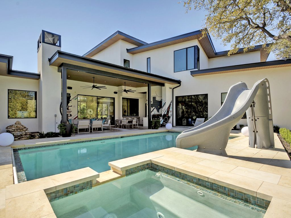 High-End 5BR, 5.5BA Austin House w/ Outdoor Entertainment, Pool, Hot Tub