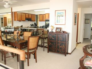 Princeville condo photo - A very elegant dining area with counter
