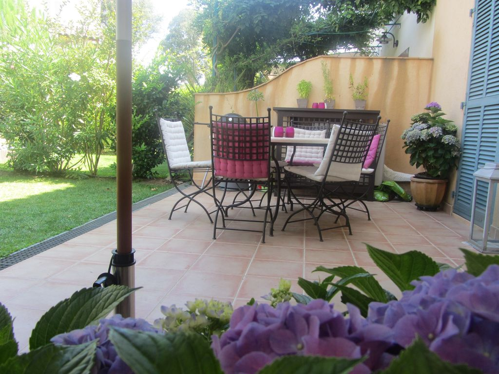 Air-conditioned accommodation, great guest reviews , Les Guiols, Provence and Cote d