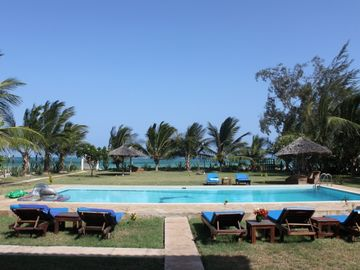 vieuw of our beach and swimming pool