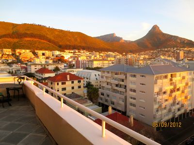 MOUNTAIN VIEW OF TABLE MOUNTAIN AND LIONS HEAD FROM BALCONY ...