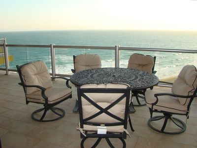 Relax in the patio with this spectacular view