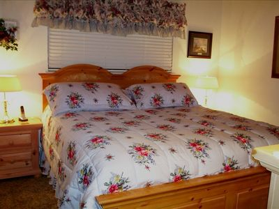 Montgomery Estates chalet rental - Dowstairs Master Bedroom with King-size Bed & remote Cable TV.