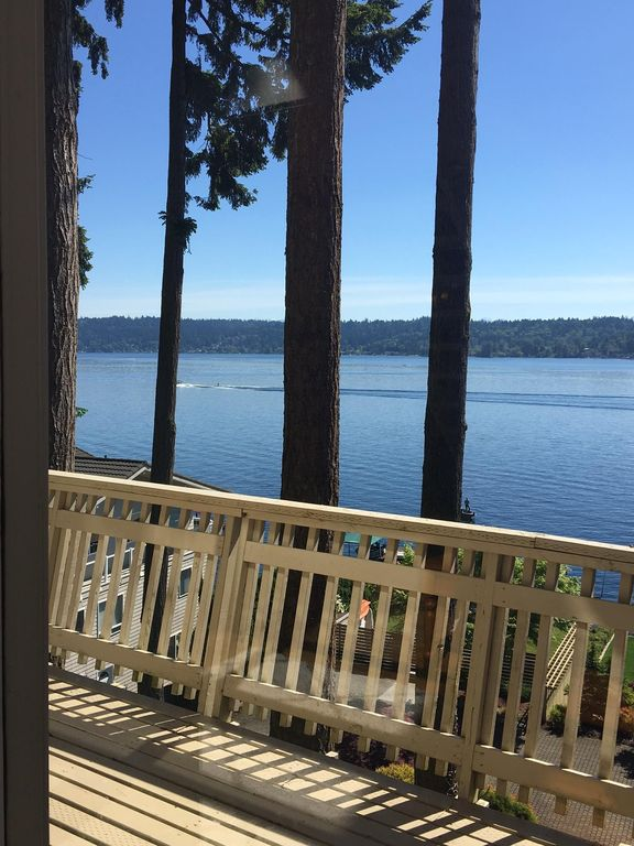 Waterfront & View-Near Seattle on Lake Sammamish in Bellevue