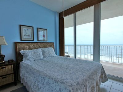 "Gulf Front Queen Bedroom With Private Bath And 20"" LCD/DVD Opens To The Balcon"