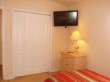"Twin Room #3 with 32""HDTV"