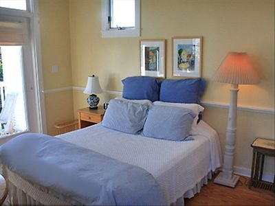 La Petit Bedroom - Cottage Rental Agency Seaside, Florida