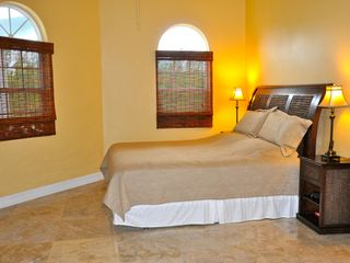 Grand Bahama Island villa photo - Master Bedroom King Size Bed