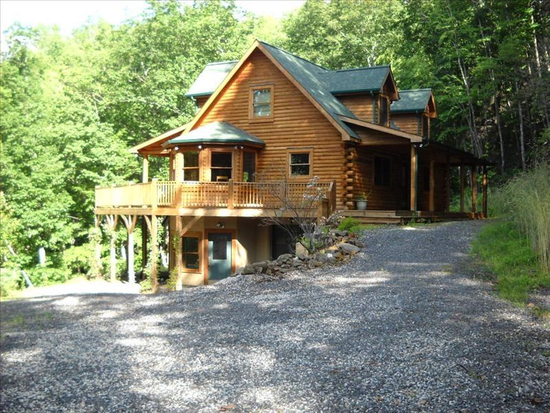 Secluded mountain log home with flowing stream vrbo for 7 a la maison streaming
