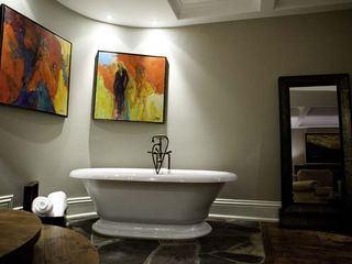 Toronto estate photo - Tub
