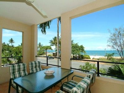 Yorkeys Knob apartment rental - Outdoor furniture overlooking Coral Sea
