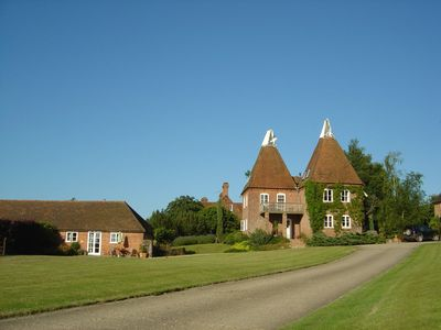Goudhurst barn rental - Spoonlets and Starvegoose with B & B behind