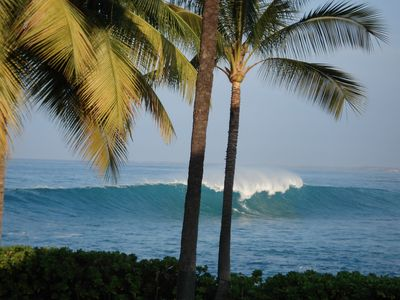 Waatch the early morning high surf as you sip coffee on the lanai.