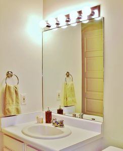 New Orleans condo rental - Bathroom of Bedroom 1 with full shower and bath.