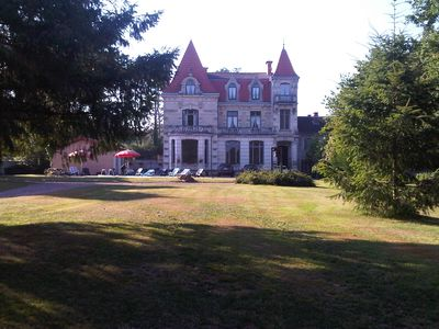 Chateau . Burgundy. Heated pool. Free Internet. Pool table.Log Fire