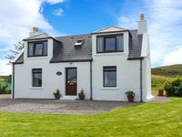 SEAVIEW, family friendly, with a garden in Portree, Ref 915805