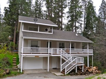 Bass Lake cabin rental - Robin Cabin- large cabin in private area