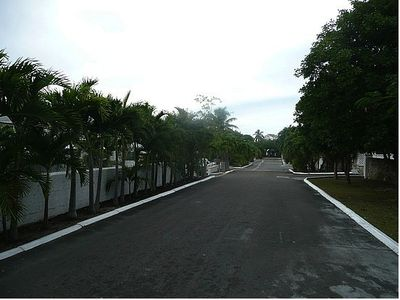 Nassau & Paradise Island condo rental - Gated Community Drive Way