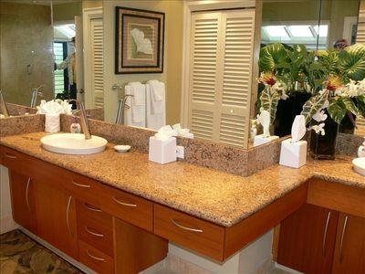 Double vanity in spacious bath