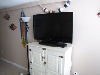 Wildwood Crest condo photo - Living Room with 42' LCD TV and Blu-ray DVD player