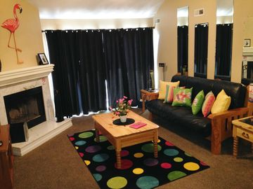 Osage Beach condo rental - FUN AND TROPICAL LIVING ROOM WITH WOOD BURNING FIREPLACE