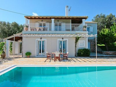 Modern and spacious villa with 4 bedrooms, private pool, totally private
